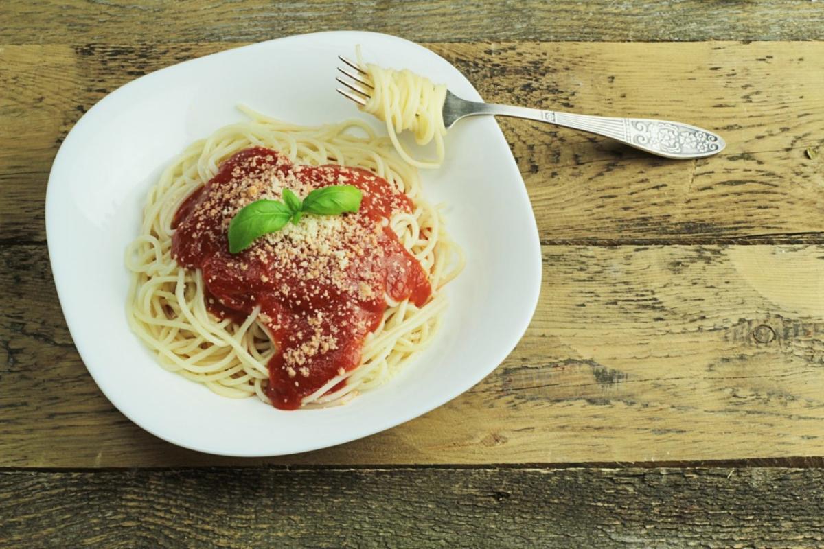 Spaghetti  με κόκκινη σάλτσα