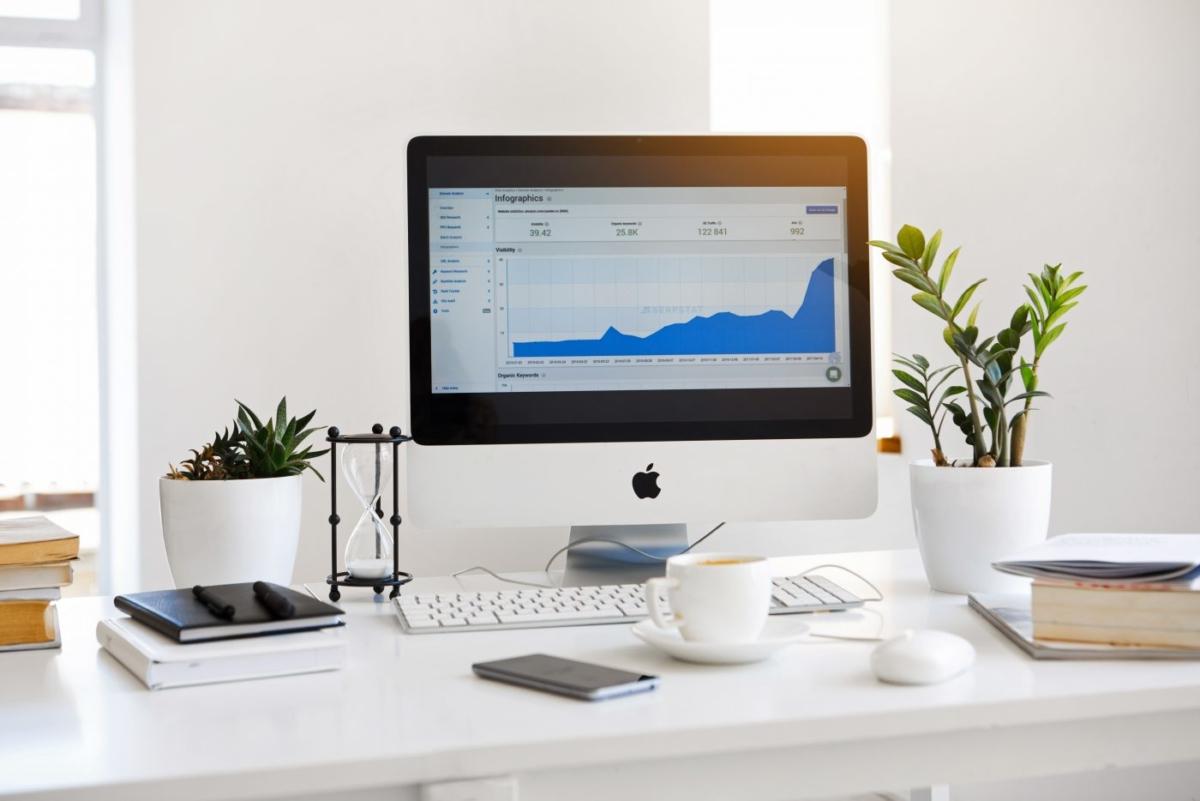 4+1 τρόποι να διακοσμήσεις το γραφείο σου