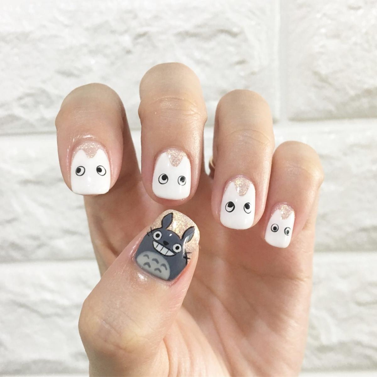 Manicure σε άσπρο-μαύρο