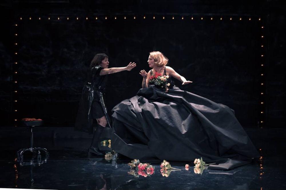 """Διαγωνισμός! Κερδίστε μια διπλή πρόσκληση για τις """"Δούλες"""" στο θέατρο Τέχνης στις 15/01"""