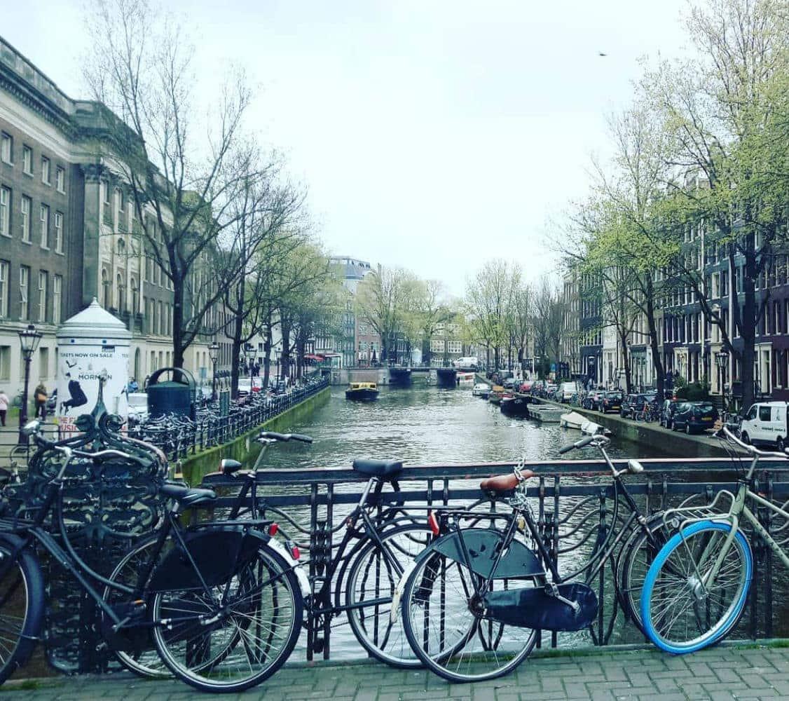 Εξερευνώντας το Άμστερνταμ με ποδήλατο