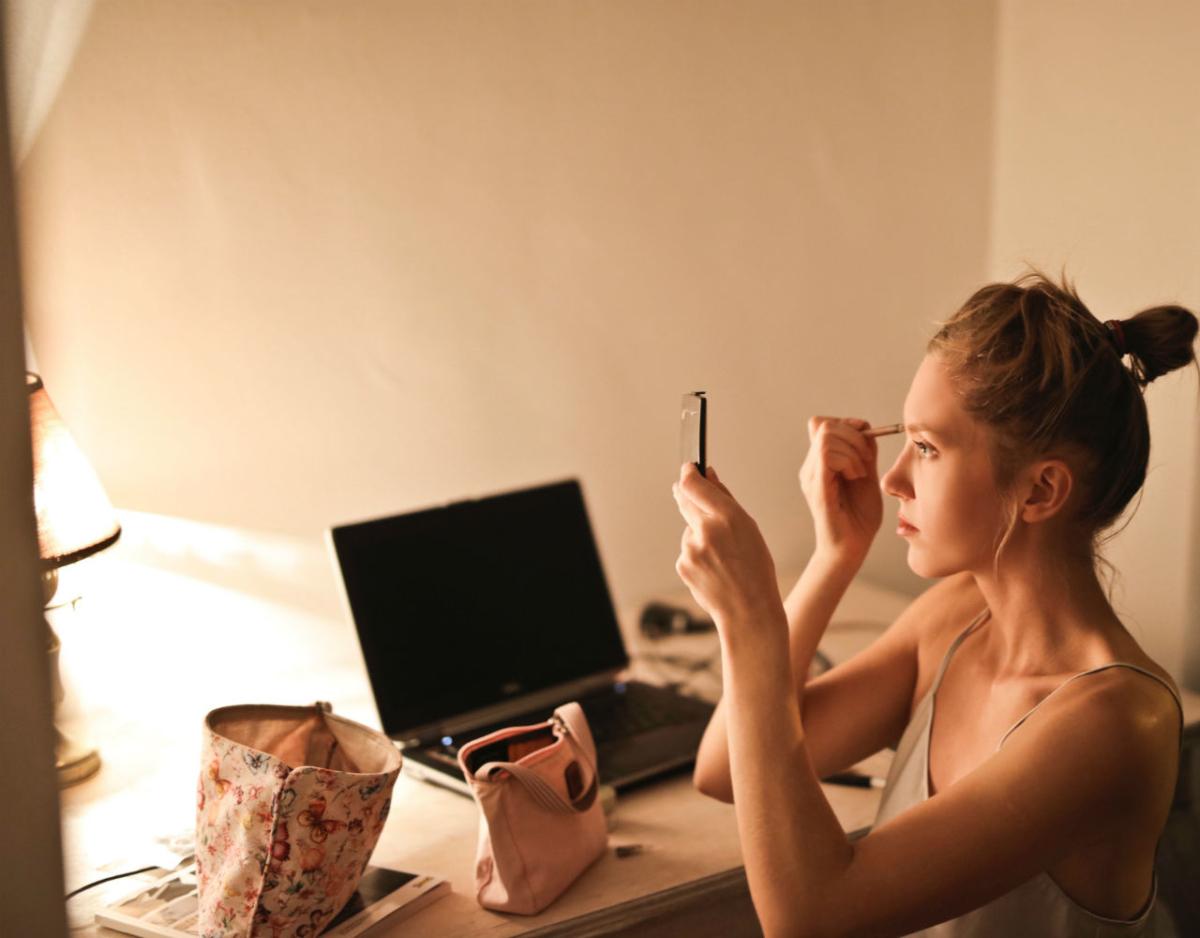 Beauty routine: Ποιες συνήθειες σου πρέπει να αλλάξεις λόγω της εξάπλωσης του κορονοϊού