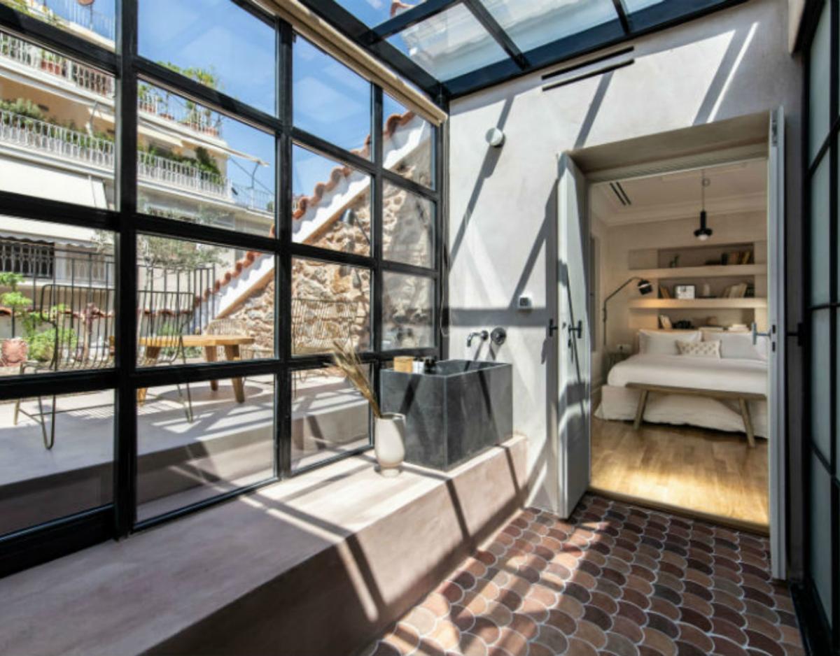 Η κατοικία του 1880 μεταμορφώθηκε σε ένα ατμοσφαιρικό boutique hotel, το Μonsieur Didot