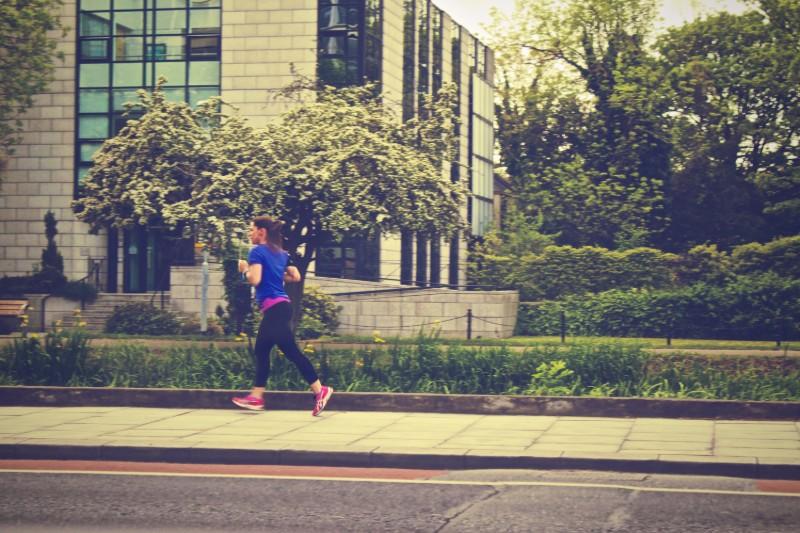 Πόσο ασφαλές είναι να τρέχουμε έξω στα χρόνια του κορονοϊού;