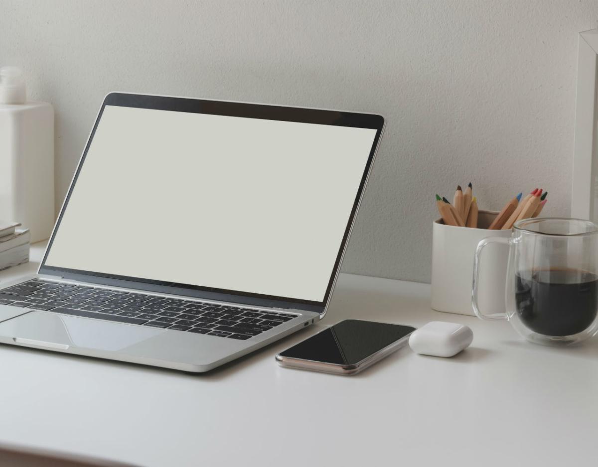 Πώς είναι να εργάζεσαι από το σπίτι (και tips για να παραμείνεις αποδοτικός)