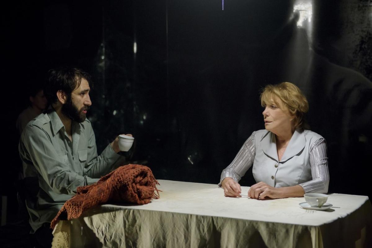 Θέατρο Οδού Κεφαλληνίας: Επαναλαμβάνονται 3 αξιόλογες παραστάσεις online