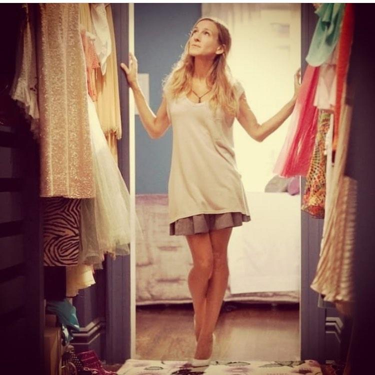 Εργάζεσαι από το σπίτι; Ντύσου όπως η Carrie Bradshaw