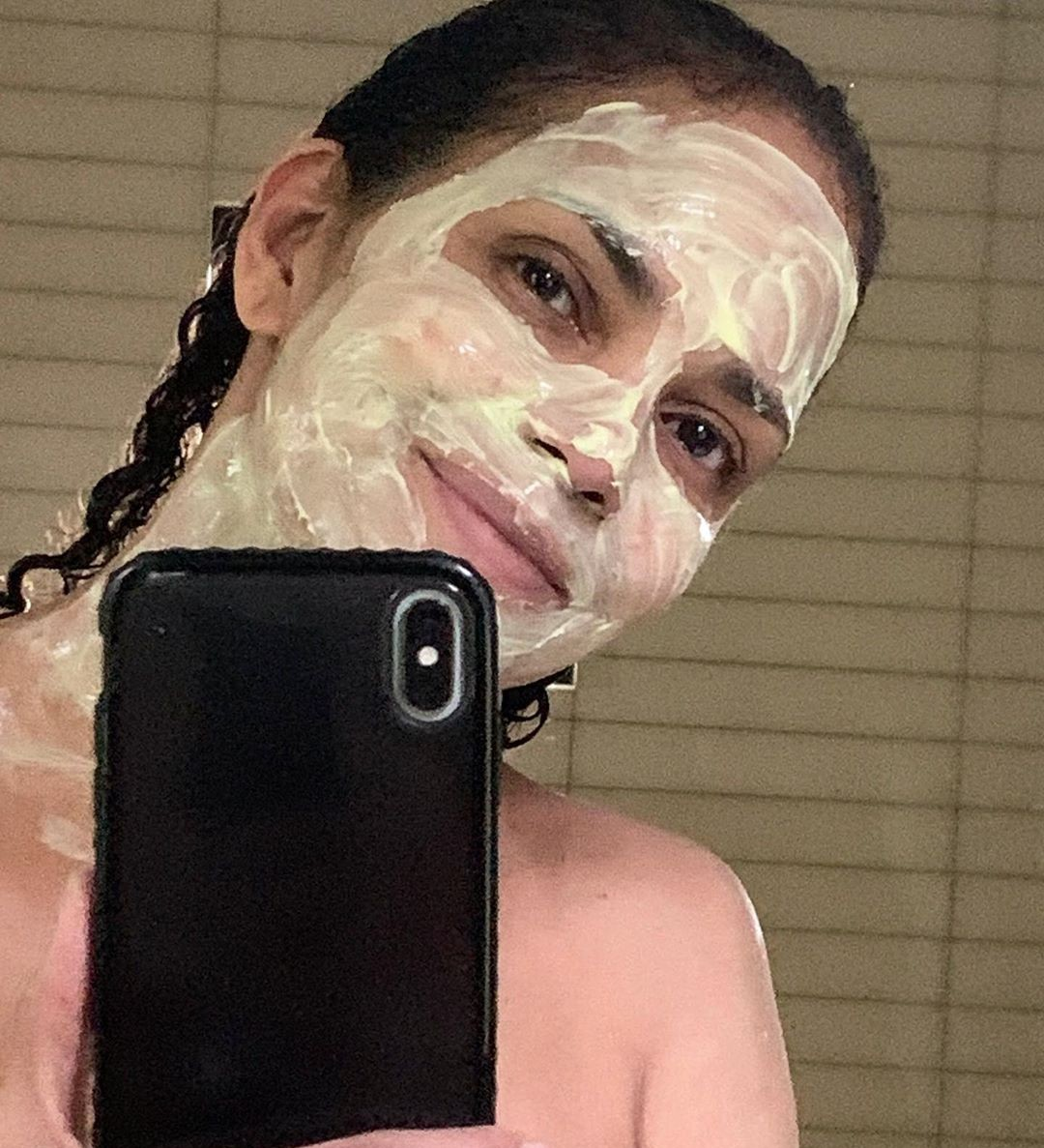Hally Berry: Δίνει τη συνταγή για την αγαπημένη της DIY μάσκα προσώπου