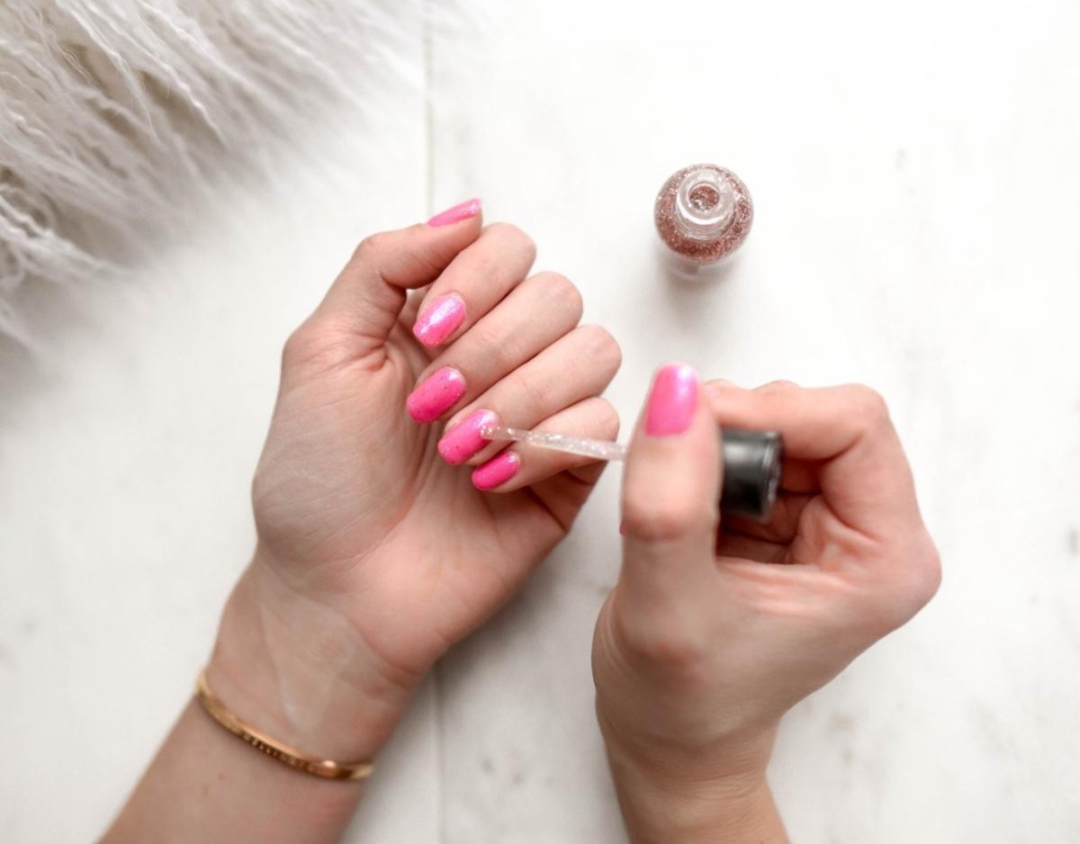 Αυτά είναι τα tips για να βάψεις μόνη τα νύχια σου