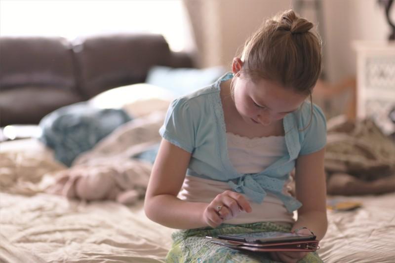 Πως θα «ξεκολλήσουν» τα παιδιά από κινητά και ταμπλετ