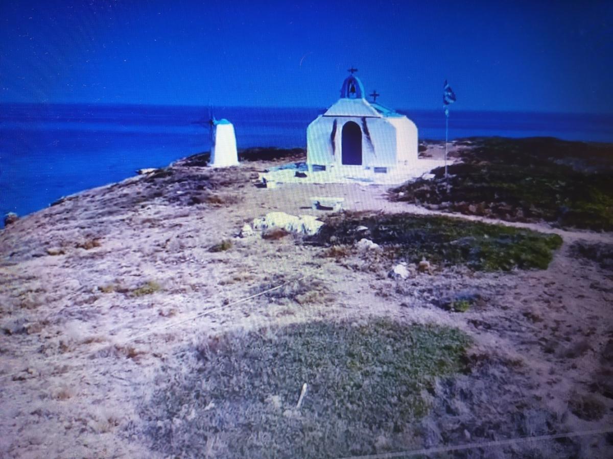 Ένα άγνωστο νησάκι βρίσκεται μια ώρα μακριά από την Αθήνα