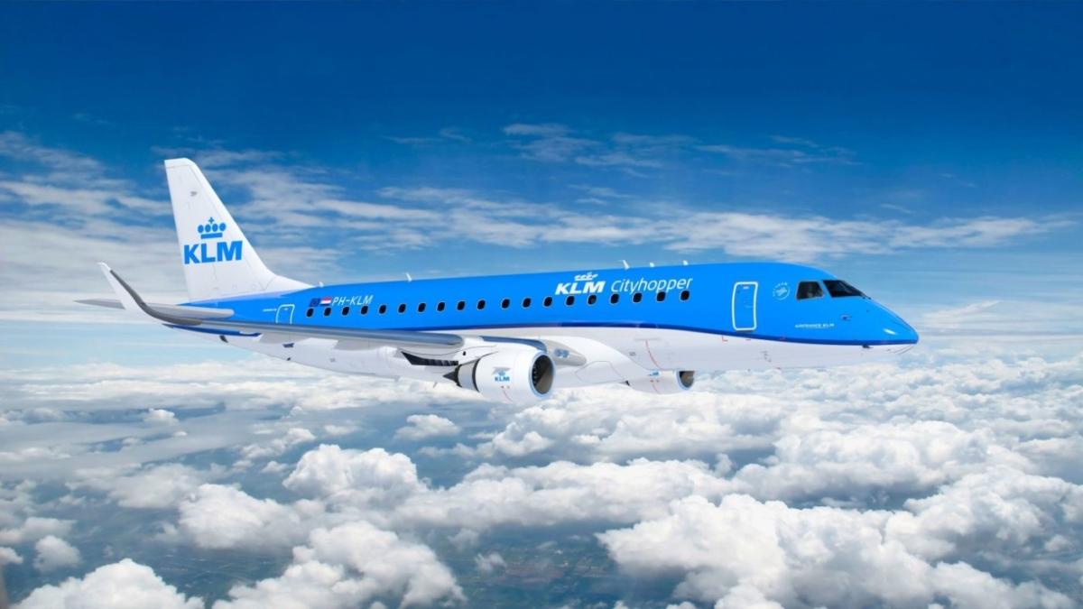 KLM: Ξεκίνησε να αποκαθιστά το ευρωπαϊκό της δίκτυο, ενώ καθιστά υποχρεωτική τη χρήση μάσκας