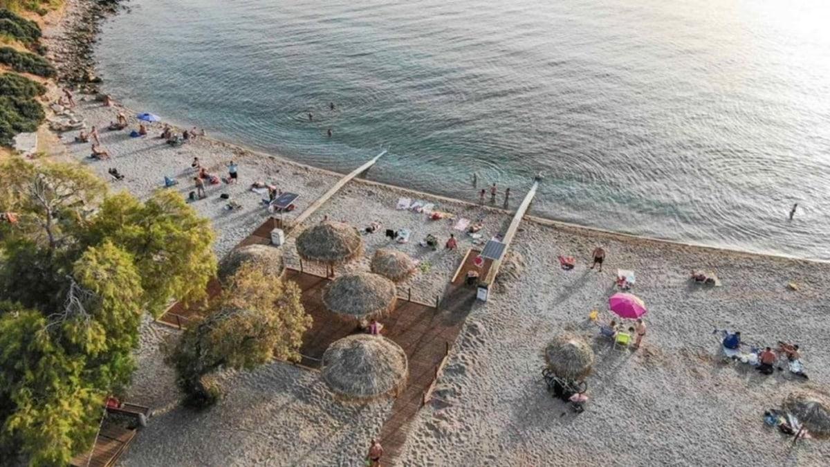 Δύο νέα Seatrack στην παραλία της Γλυφάδας