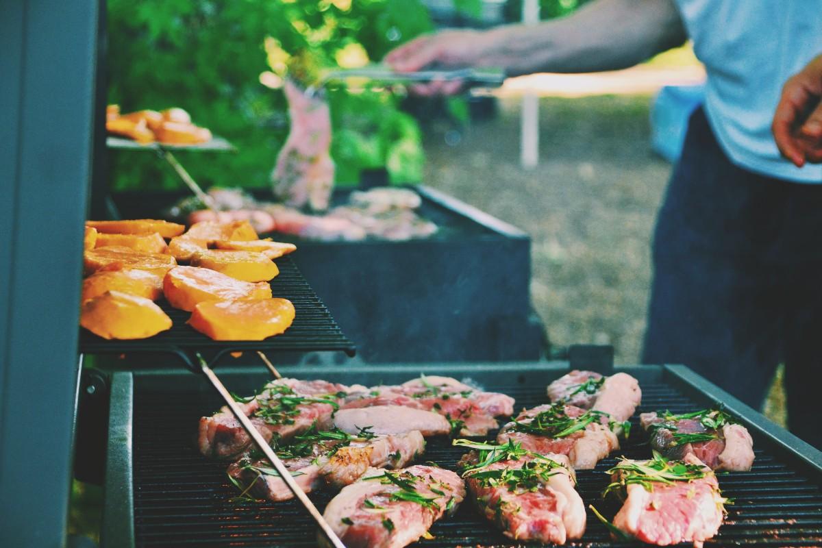 Tips για να διοργανώσεις το πιο γευστικό barbeque