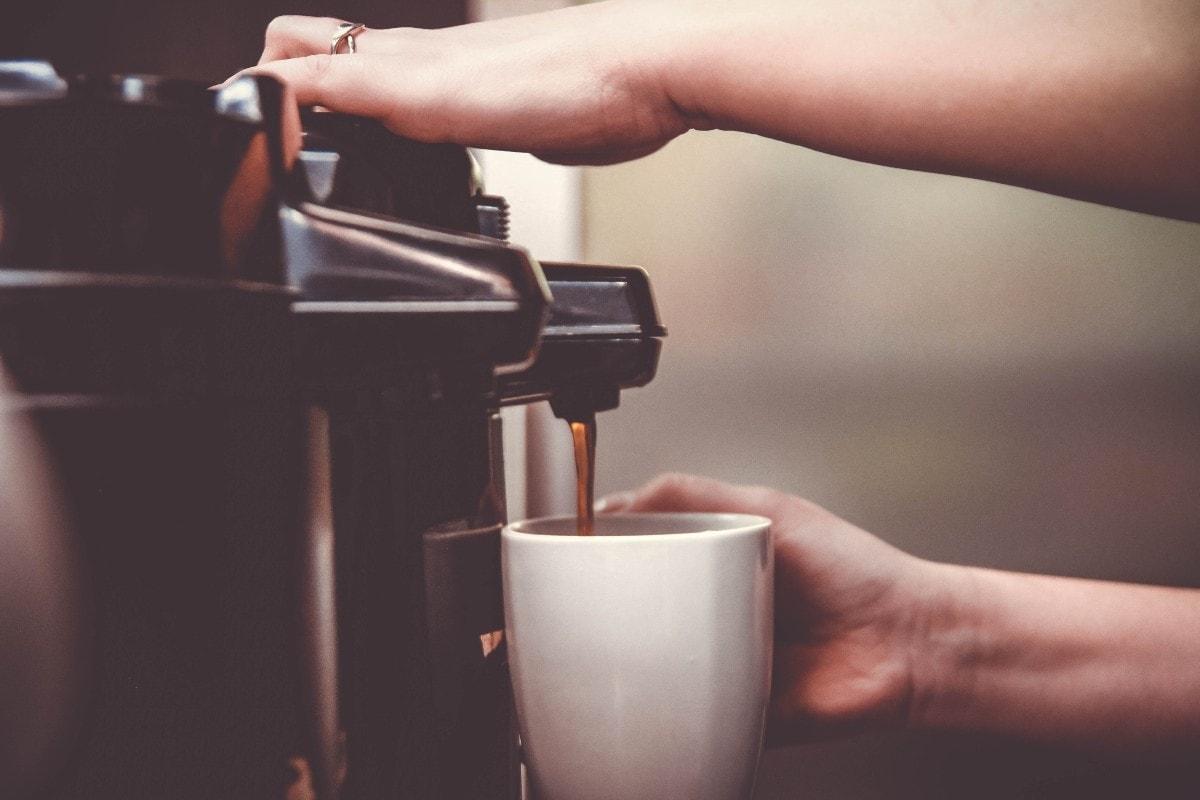 8 τρόποι για να κάνεις τον καφέ σου σούπερ υγιεινό