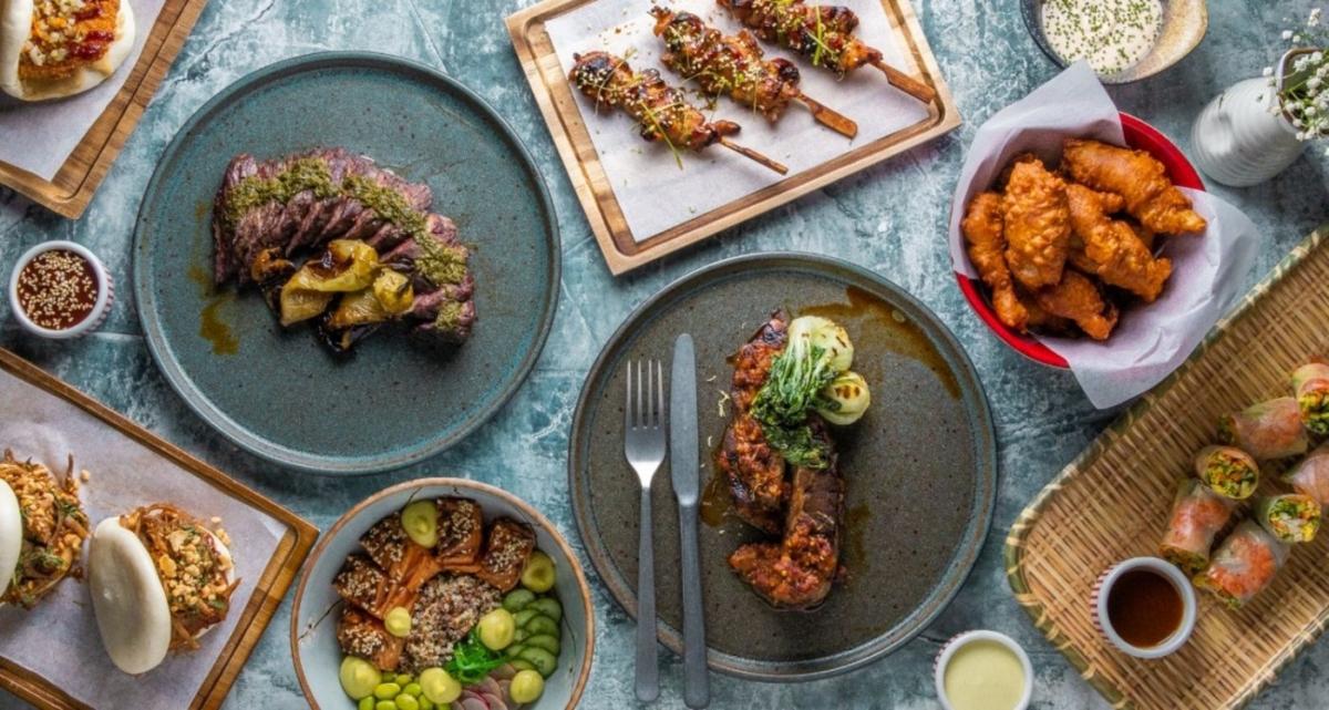 """Στην κουζίνα του """"The Royal Monkey"""" ο Γιάννης Λιόκας παντρεύει μοναδικά γεύσεις της Ανατολής και της Δύσης"""