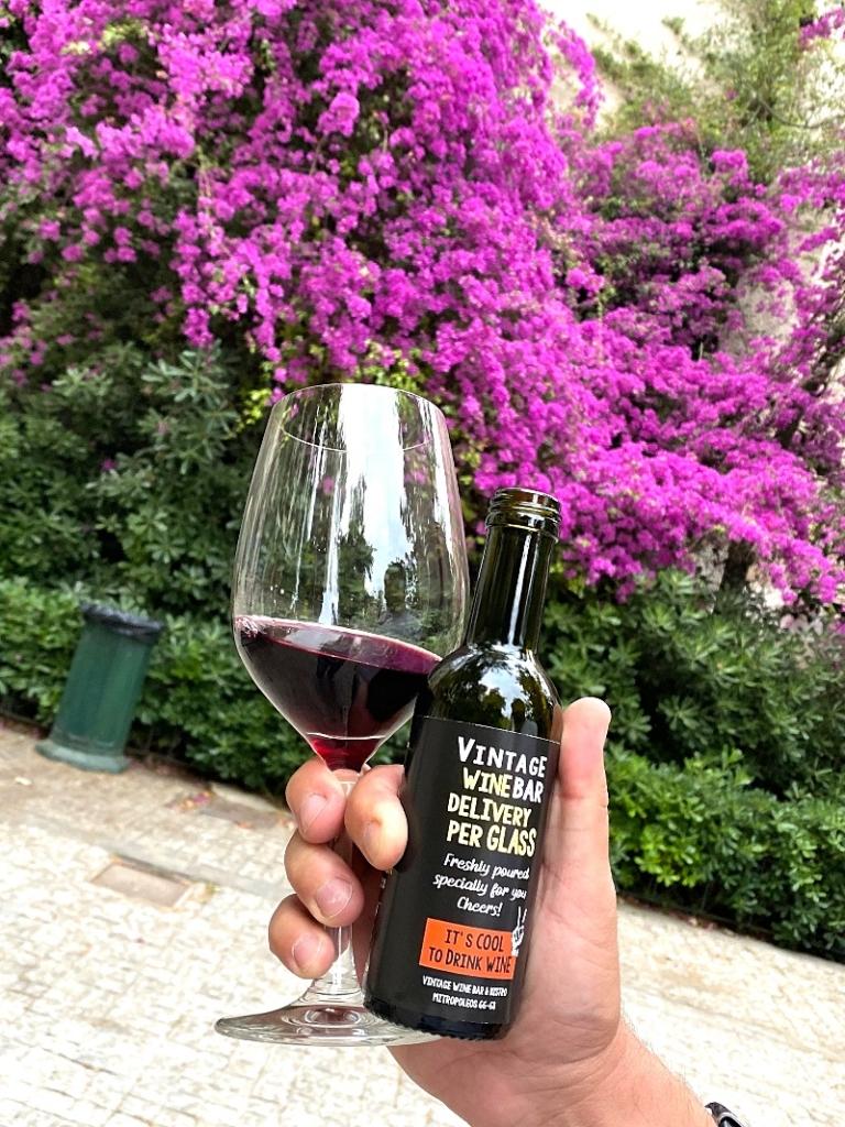 Ένα ποτήρι (ελληνικό) κρασί delivery παρακαλώ. Ναι, υπάρχει κι αυτή η υπηρεσία!
