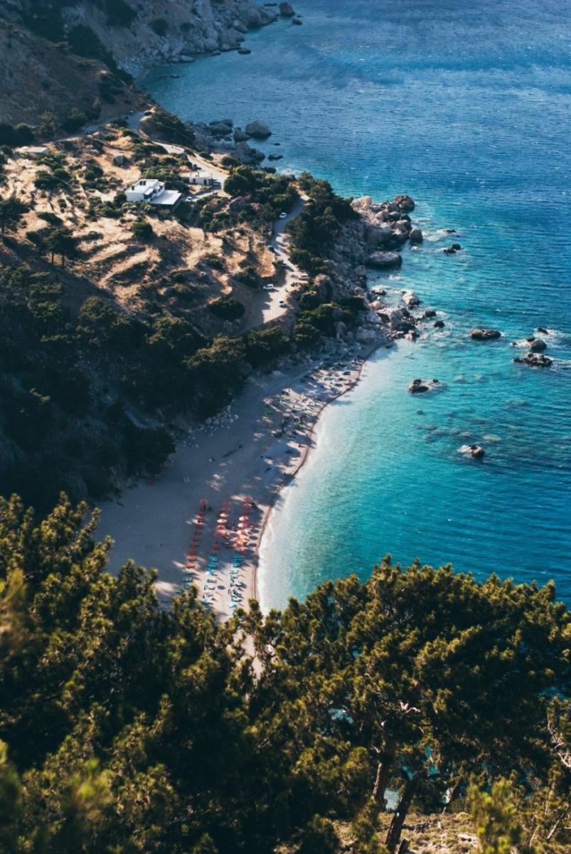 10 παραλίες του Αιγαίου που αξίζουν τις βουτιές σου