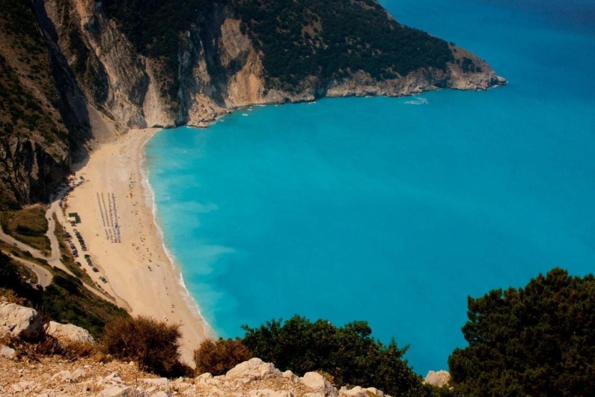Οι top παραλίες του Ιονίου για να απολαύσεις τις βουτιές σου σε καταγάλανα νερά
