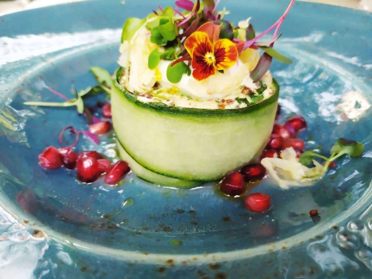 Natu: Στο νέο εστιατόριο του Μουσείου Γουλανδρή Φυσικής Ιστορίας θα απολαύσεις το φαγητό σου σ΄ένα φυσικό περιβάλλον