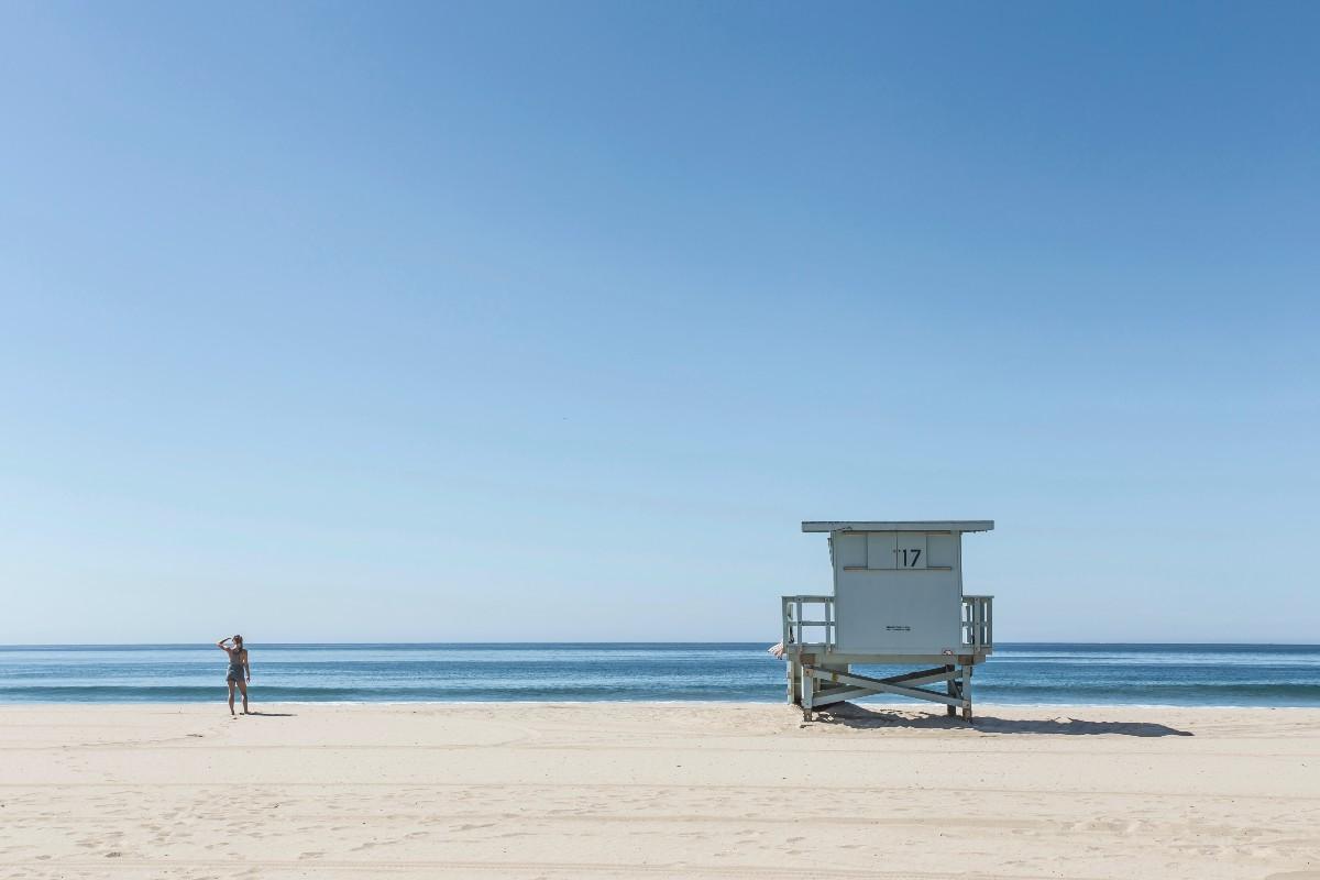 Οι παραλίες της Αττικής που απαγορεύεται το κολύμπι