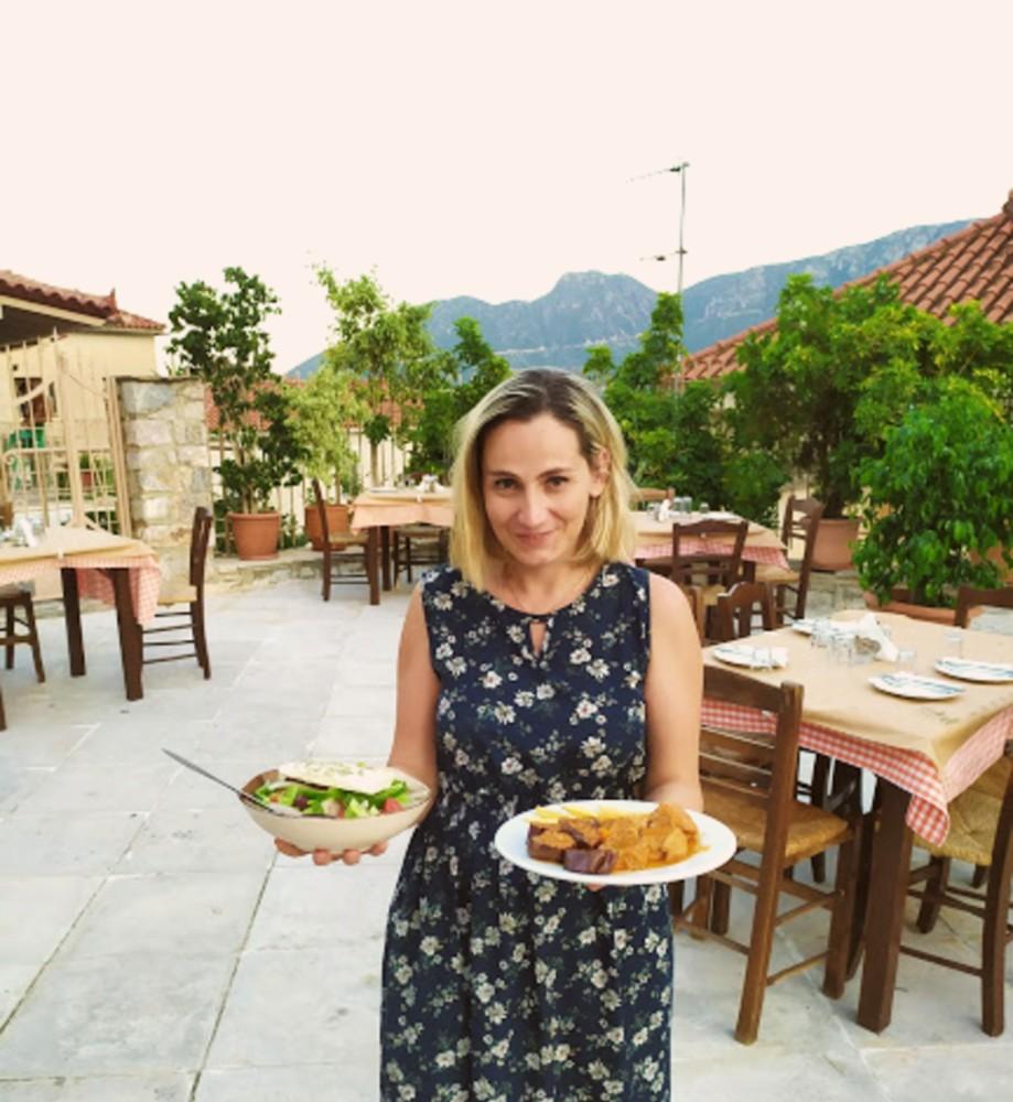 Μητρόπολη: Το εστιατόριο που σερβίρει τα νοστιμότερα μαγειρευτά φαγητά στο Λεωνίδιο