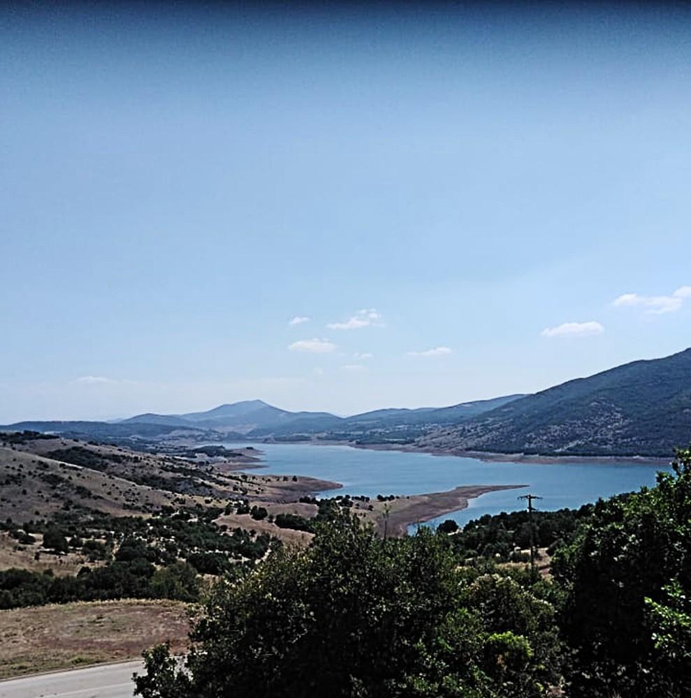 """Λίμνη Σμοκόβου: Η """"άγνωστη"""" τεχνητή λίμνη της Καρδίτσας"""