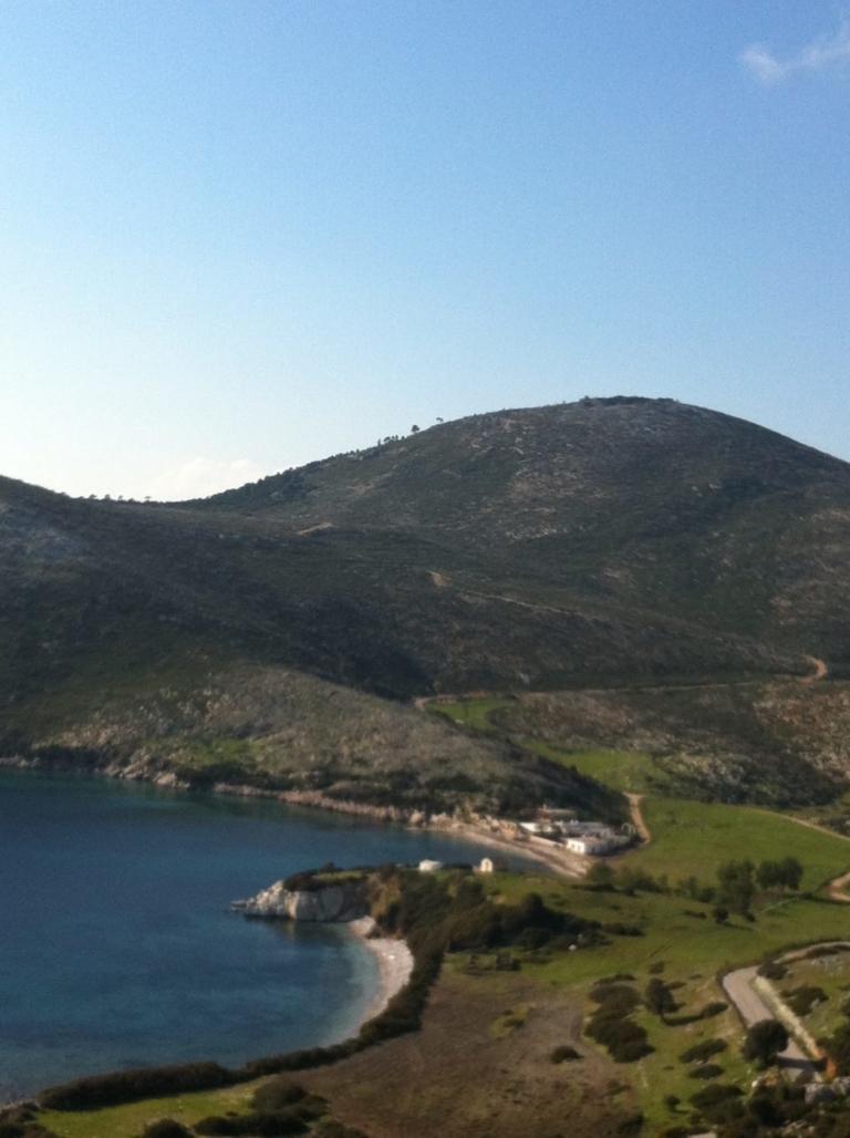 Η Νανά Γιαννοπούλου μας ξεναγεί στο αγαπημένο της νησί, την Σκύρο