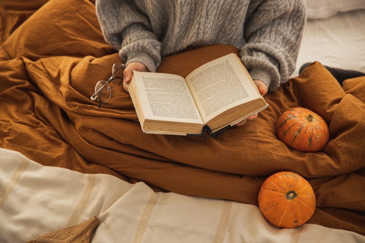 8+1 βιβλία για να σου κρατήσουν παρέα τώρα που μένουμε (πάλι) σπίτι