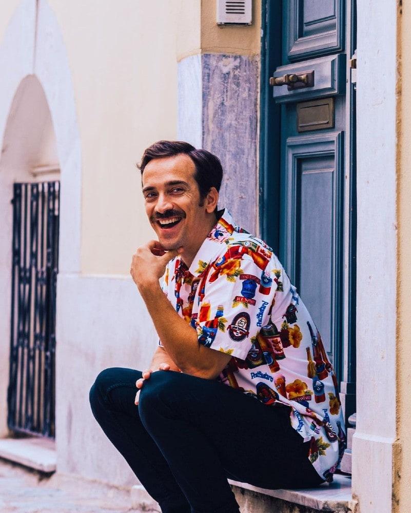 """Το νέο τραγούδι του Δημήτρη Σαμόλη """"Κουρκουμπίνια"""". έχει και υπέροχο video clip"""