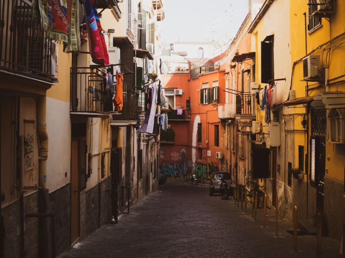Νάπολι: Η ιταλική πόλη που η νύχτα γίνεται ημέρα στην αλλαγή του χρόνου