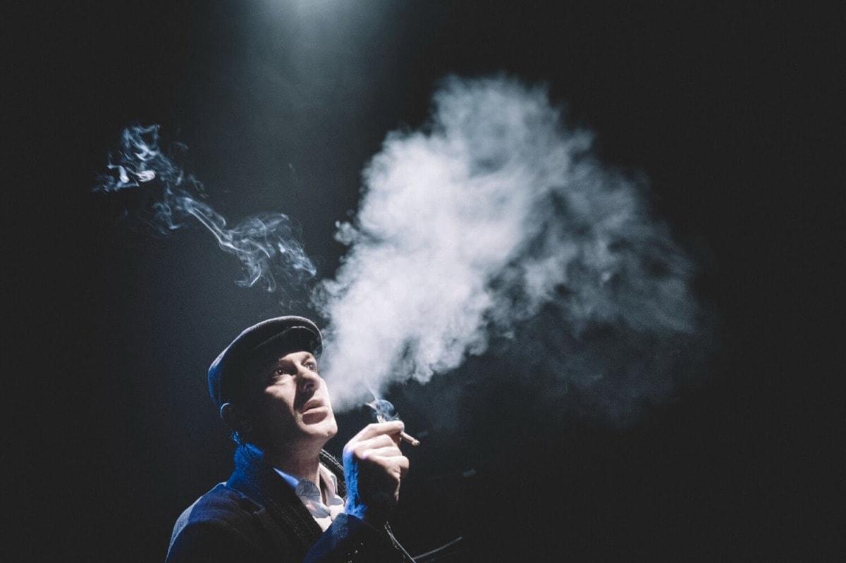 """Θέατρο: """"Ο Αμερικανός"""" με τον Θανάση Σαράντο επιστρέφει on demand"""