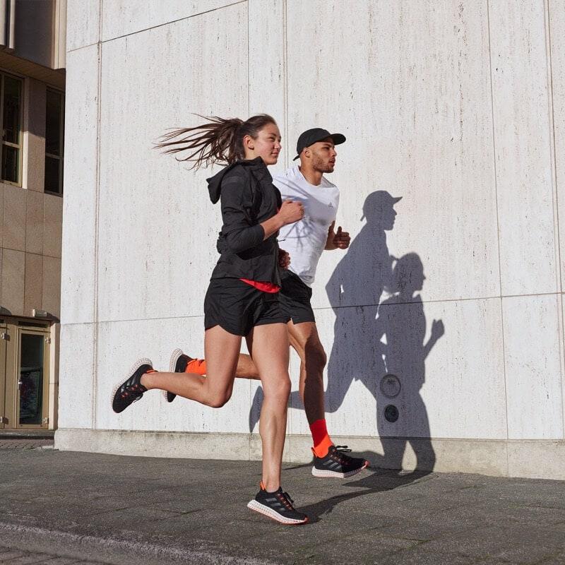To νέο adidas 4DFWD πηγαίνει το τρέξιμο ένα βήμα μπροστά