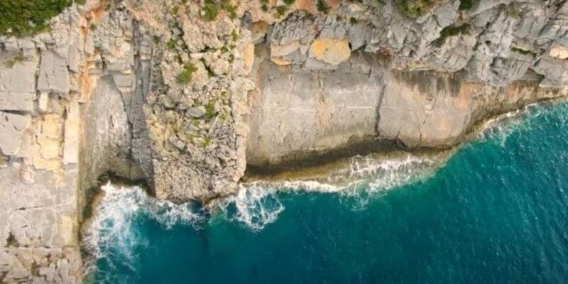 Η πιο άγρια παραλία της Ελλάδας είναι στη Μάνη (video)