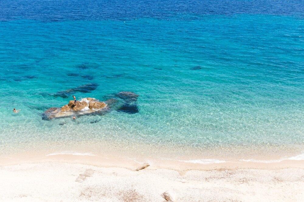 Χαλκιδική: Η παραλία Φάβα είναι ένας μικρός παράδεισος που πρέπει να ανακαλύψεις